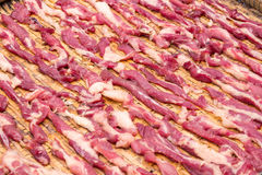 干燥新鲜的猪肉在热的阳光下 免版税库存图片