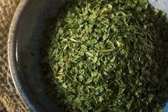 干燥有机绿色荷兰芹剥落 免版税库存图片