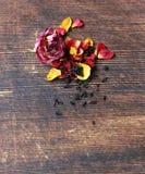 从干燥玫瑰的自然有机茶 免版税库存图片