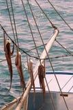 干燥章鱼和渔船 免版税库存图片