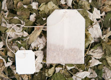 干燥草本茶袋 免版税库存照片
