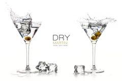 干燥马蒂尼鸡尾酒鸡尾酒 飞溅 构思设计餐馆模板 图库摄影