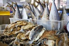 干燥鱼在市场上在马来西亚 免版税库存照片