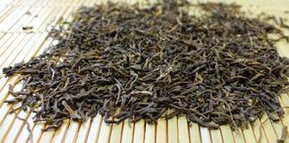 干燥绿色留下茶 免版税库存图片