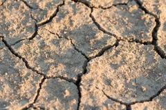 干燥破裂的土壤特写镜头 库存照片