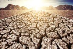 干燥破裂的泥在无水的区域 免版税库存照片