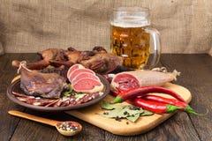 干肉啤酒设置用红辣椒 库存图片