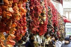 干胡椒和香料在盛大义卖市场在伊斯坦布尔 库存图片
