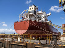 干船坞起重机 库存照片