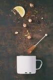 干茶品种与茶壶的 免版税库存图片