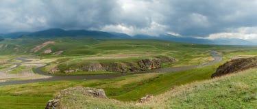 干草原哈萨克斯坦,跨Ili Alatau,高原机组, 免版税库存图片