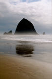 干草堆低岩石浪潮 免版税库存照片