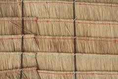 干草堆屋顶和竹子纹理在泰国 特写镜头有用作为背景为设计工作 免版税库存图片