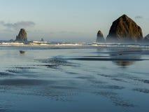 干草堆岩石,大炮海滩,俄勒冈 免版税库存照片