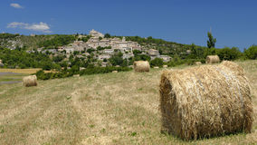干草捆在法国乡下 免版税库存照片