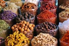干草本在Deira开花在香料souq的香料 库存照片