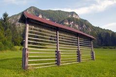 干草机架在朱利安阿尔卑斯-斯洛文尼亚 图库摄影