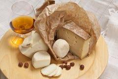 干酪和科涅克白兰地 库存照片