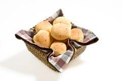干酪小圆面包篮子 免版税图库摄影