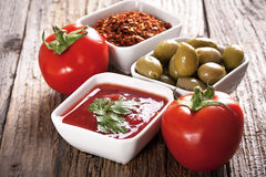 干酪成份paprica薄饼蒜味咸腊肠蕃茄 库存图片