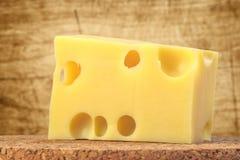 干酪接近的一件方形瑞士 免版税库存照片