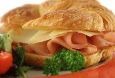 干酪新月形面包火腿 库存图片