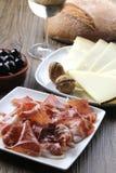 干酪被治疗的火腿古西班牙人塔帕纤维布 免版税库存图片