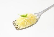 干酪被磨碎的堆 免版税库存图片