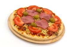 干酪采蘑菇橄榄至尊薄饼的蒜味咸腊肠 库存图片