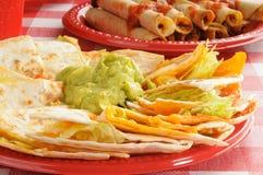 干酪鳄梨调味酱捣碎的鳄梨酱quesadillas 免版税库存图片