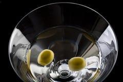 干马蒂尼鸡尾酒橄榄 免版税库存照片