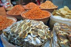 干鱼和海鲜细节在streetmarket,越南卖了 免版税库存照片