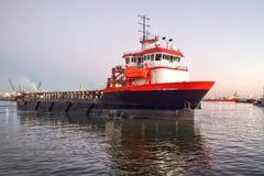 平台供应船 免版税图库摄影