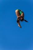 平台水池潜水水生女孩的竞争 库存图片