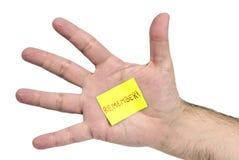 水平在手中记住稠粘的笔记 免版税库存照片