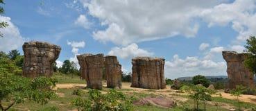 平均观测距离在泰国的CHAIYAPHUM巨石阵的HIN KHAOW 免版税库存照片