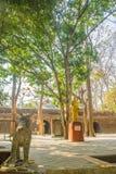 平安围拢在Wat Umong Suan Puthatham, 700年佛教寺庙在清迈,泰国 Wat Umong是著名Budd 库存图片