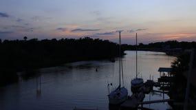平安在小船船坞 免版税库存图片