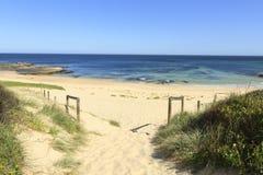 平安的偏僻的海滩 库存图片