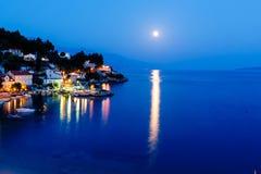 平安的克罗地亚村庄和亚得里亚海湾 库存照片