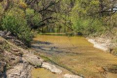 平安的岩石小河 免版税库存图片