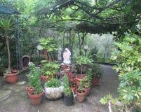平安的意大利庭院 库存照片