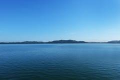平安的是蓝色海 免版税库存图片