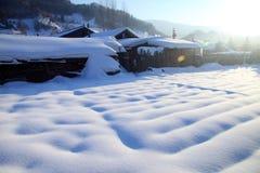 平安的村庄在冬天 免版税库存图片