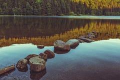 平安的湖风景 库存照片