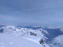 平安的雪山 免版税库存照片