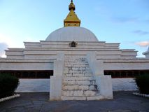 平安的Sangchhen Dorji Lhuendrup Lhakhang,在黄昏期间的不丹 库存图片