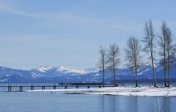 平安的Tahoe湖在冬天 免版税图库摄影
