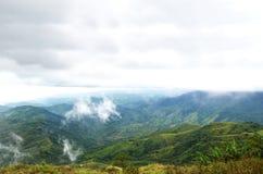 平安高横向的山 免版税库存照片