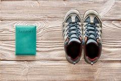 平展被放置的远足的旅行项目 免版税图库摄影